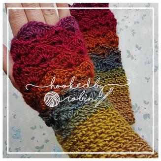 Fantail Stitch Fingerless Gloves